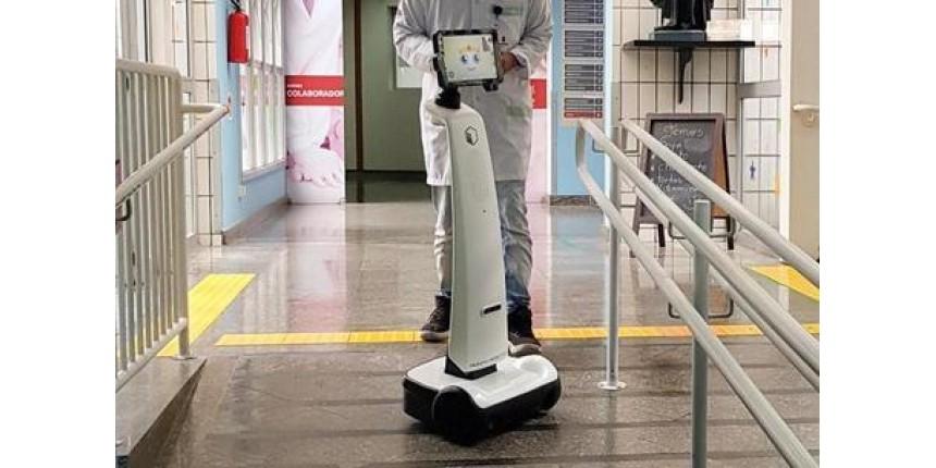 Robô brasileiro ajuda pacientes na UTI a manter contato com a família