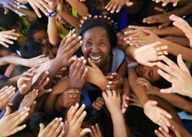 Ex-gari e analfabeta transforma a vida de 360 crianças...