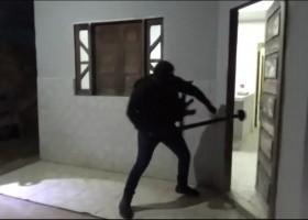 Polícia faz operação contra suspeitos de integrar quadrilha que usa artilharia antiaérea...