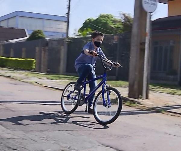 Bilhete de criança de 7 anos que caiu de bicicleta...
