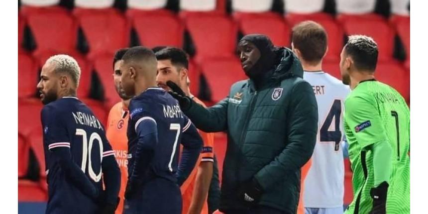 Jogadores do PSG e Istanbul Basaksehir deixam jogo após acusação de racismo