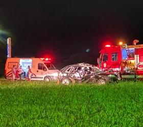Acidente entre dois carros mata mulher em rodovia