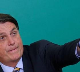 Bolsonaro diz que matéria-prima de vacina chegará nos próximos dias