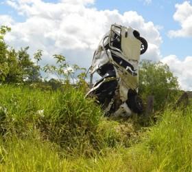 Jovem de 22 anos morre após capotar carro várias vezes...