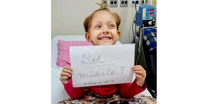 Menina com leucemia recebe transplante de medula do pai após doador 100% compatível pegar Covid: 'Não podia adiar', diz mãe