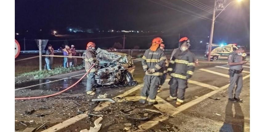 Acidente entre três carros deixa um morto em rodovia