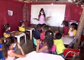 Aos 12 anos, menina monta escola durante a pandemia...