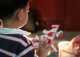Mães relatam avanços e desafios para crianças autistas na...