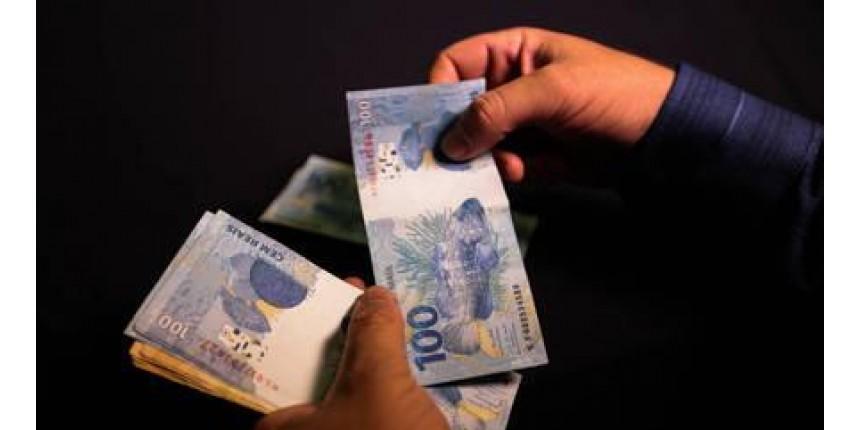 Bolsonaro sanciona lei que facilita crédito a famílias e empresas
