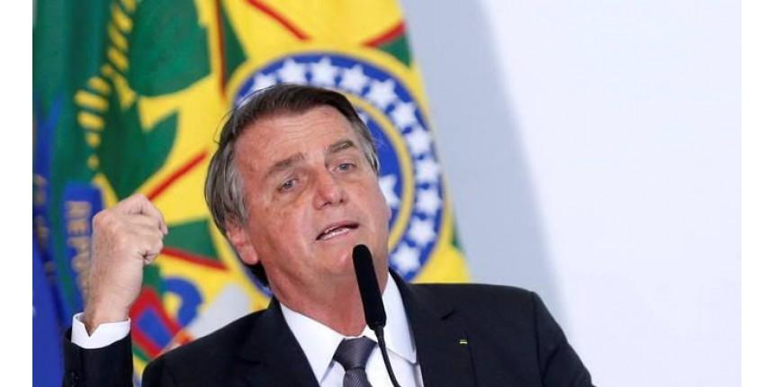 Bolsonaro sente dores e é internado em hospital de Brasília