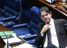 Cid Gomes freta avião por R$ 54 mil e pede reembolso do...