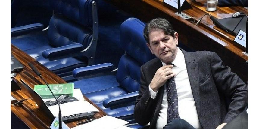 Cid Gomes freta avião por R$ 54 mil e pede reembolso do Senado