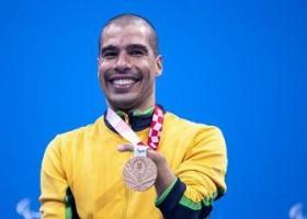 Daniel Dias levará bandeira do Brasil no encerramento da Paralimpíada