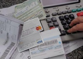 Auxílio emergencial derruba pela metade tempo de contas atrasadas