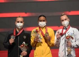 Rebeca é 1ª brasileira com ouro e prata em um só Mundial...